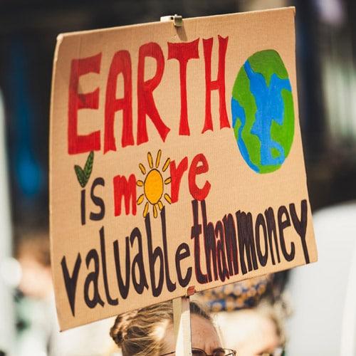Nachhaltigkeit - Earth is more valuable than money